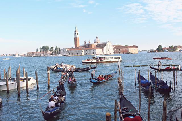 Phong cảnh nên thơ và rất bình yên thu hút hàng triệu khách du lịch khắp thế giới đến đây