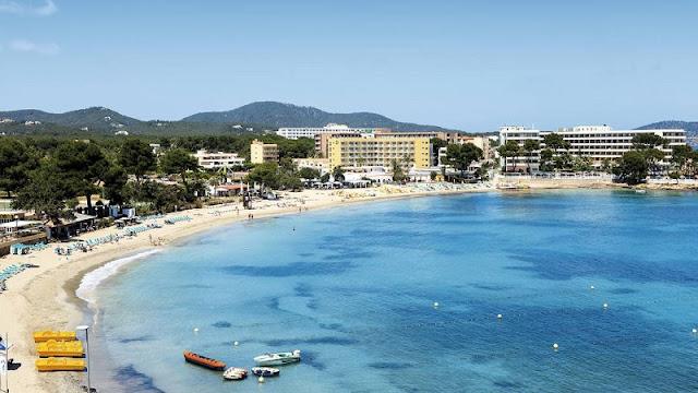 Praia Es Canar em Ibiza
