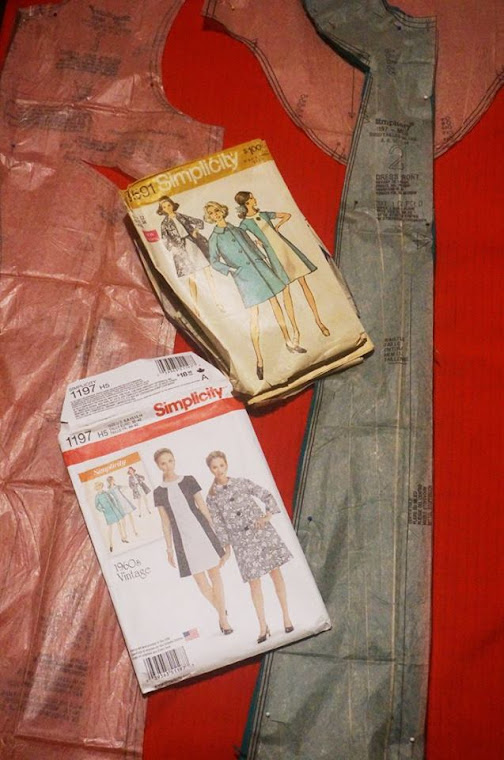 Dress with contrasting front Simplicity pattern 8591 1969 vintage sew mod twiggy 1960s 60s années 60 robe