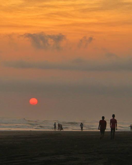 foto sunset indah di pantai parangtritis