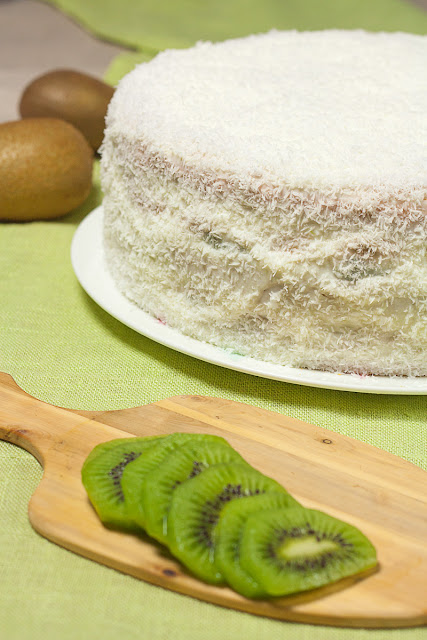 Egzotična torta sa kivijem, bananama i kokosom
