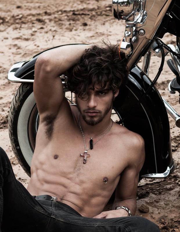 Pablo-Morais-pelado-bunda-de-fora-pentelhos-nu-ator-modelo-internacional-13