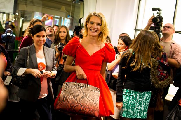 Natalia Vodianova y Furla presentaron en la VFNO de Moscú la edición limitada del Piper Lux