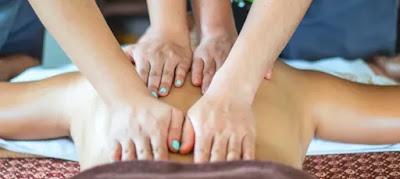 Tem Na Web - O que é e os benefícios da massagem 4 mãos