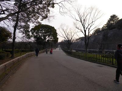 大阪城 梅林横の道