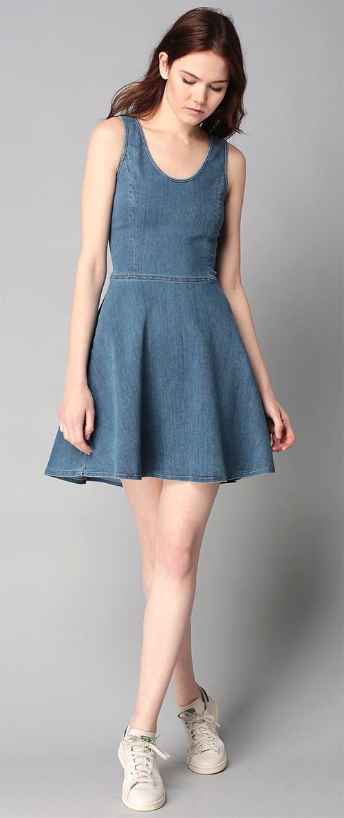 Robe courte trapèze bleue en jean Calvin Klein