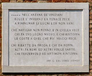 Dantes Verse am Eingang des Arsenals, Photo by Gunther H.G. Geick