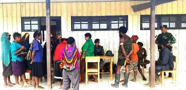 Warga Nume Puncak Jaya Sambut Antusias Satgas Yonif MR 412 Kostrad Gelar Pengobatan Massal
