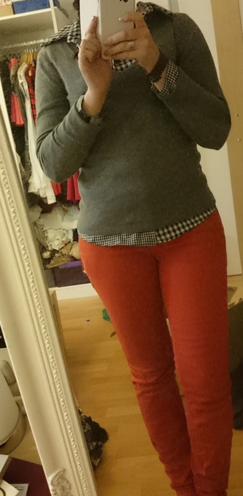 Outfit Red Jeans, Blouse and Sweater
