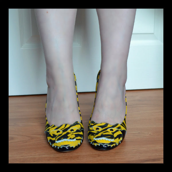 wearing moschino cheap & chic yellow tiger court shoes