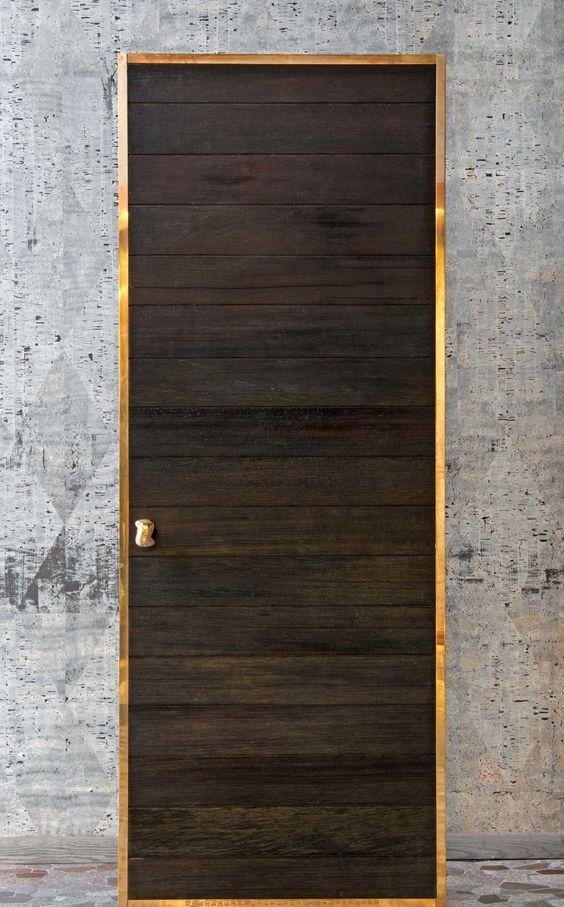 porte bois noire technique du bardage en bois brulé