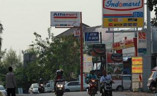 Cari ATM Kagak Nemu!  Tarik Tunai Aja di Indomaret / Alfamart