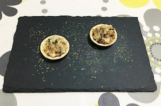 Tartaleta de queso con nueces, setas y nueces