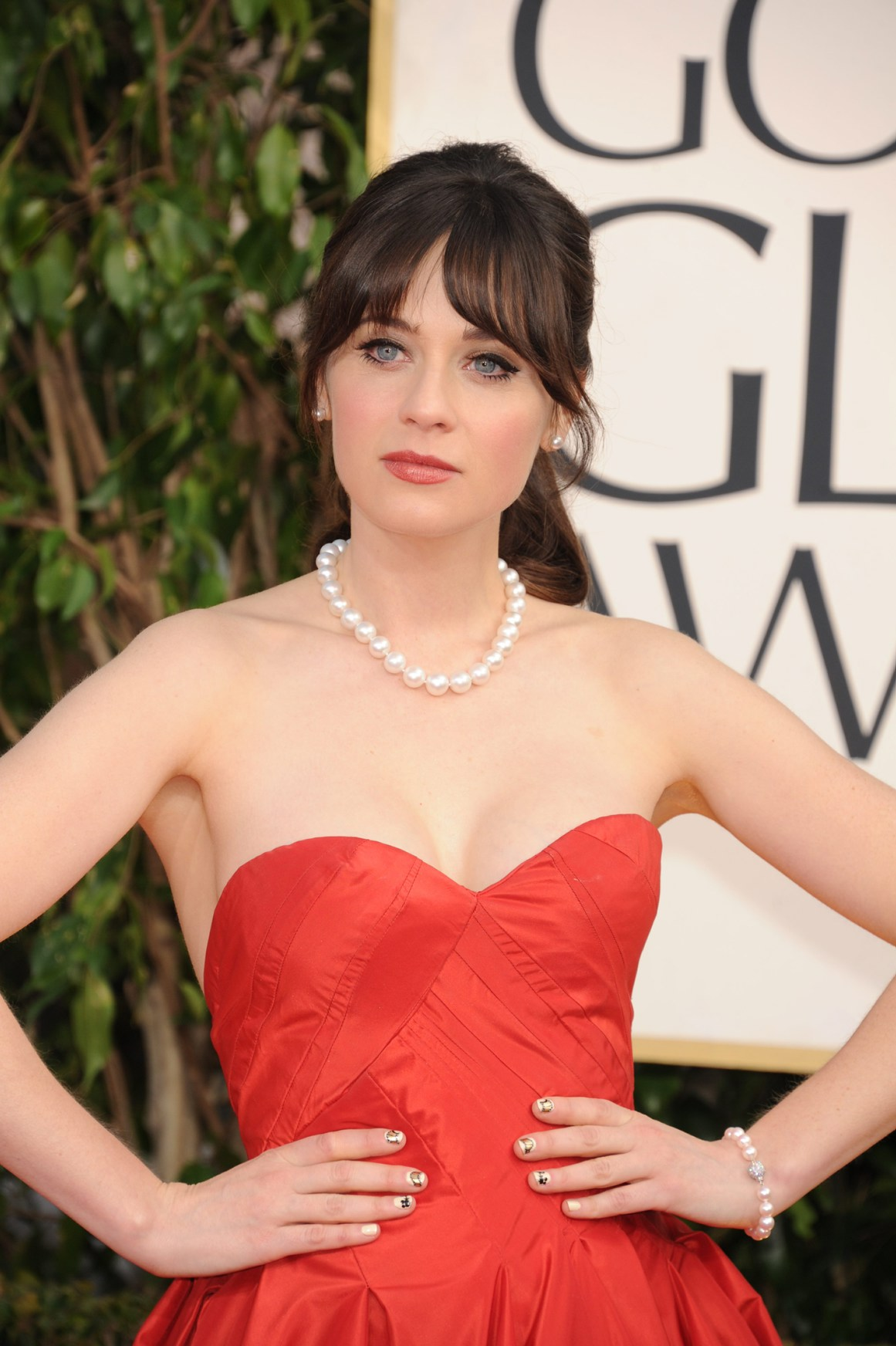 Zooey Deschanel Nude Photos 49