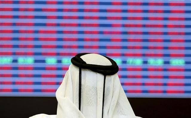 O mercado de ações do Catar mergulhou na segunda-feira, o índice despencou depois que a Arábia Saudita, Egito, os Emirados Árabes Unidos e o Bahrein romperam laços com Doha