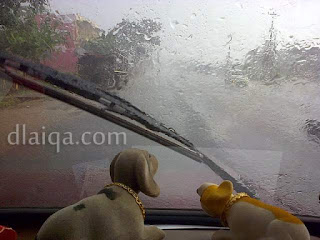 menepi dan berhenti jika hujan terlalu deras