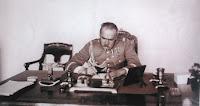 Józef Piłsudski w gabinecie w Belwederze