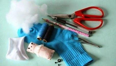 Bahan bahan yang diperlukan untuk membuat boneka panda dari kaos kaki