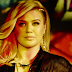 "Kelly Clarkson leva tudo mundo às lágrimas, na belíssima performance de ""Piece by Piece"" no American Idol"