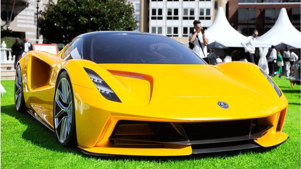 Lotus thuộc sở hữu của Geely có một chiếc xe thể thao chạy điện được sản xuất giới hạn có tên là Evija.