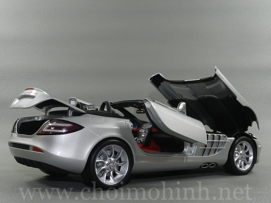 Mercedes-Benz SLR McLaren Roadster 2007 1:18 Minichamps door