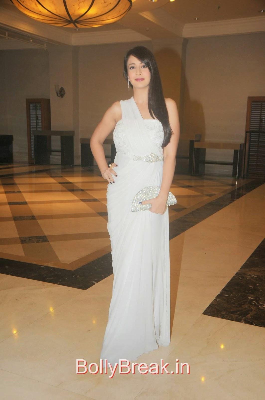 Preeti Jhangiani Pics in White Dress, Preeti Jhangiani Hot Pics in white dress from Kaash Tum Hote Trailer Launch