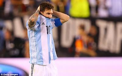 Lionel Messi Meratapi Kegagalan Argentina di Final Copa America Centenario 2016 dari Chile