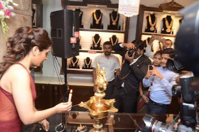 rashi-khanna-launches-forever-mark-diamonds-manepally-jewellers_151737811311