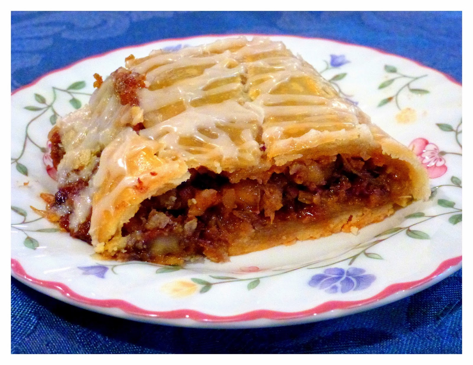 Mennonite Girls Can Cook: Rhubarb Pie Roll- Flashback Friday