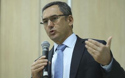 Tabelamento do frete não é sustentável e deve ser revisto, diz ministro