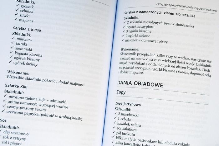 Przykładowe strony z przepisami, po lewej receptury bez opisów