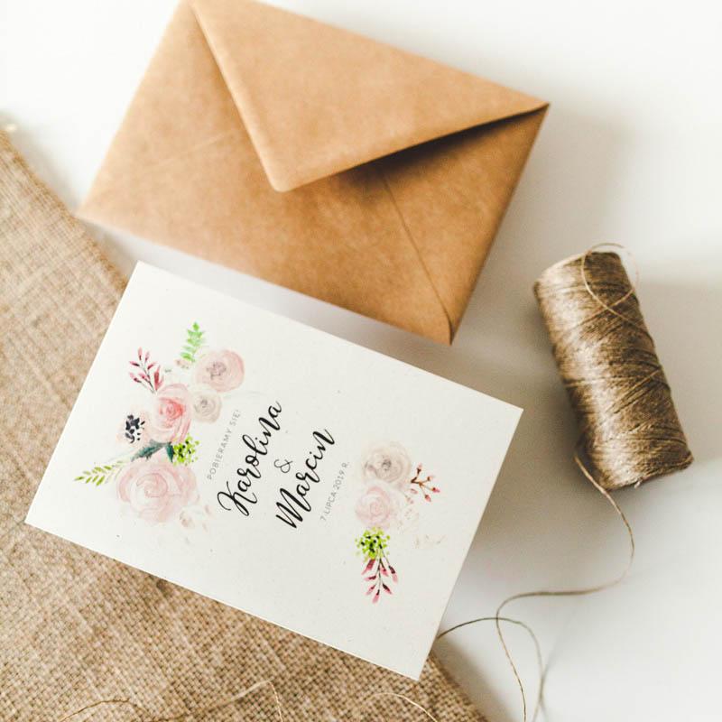 akwarele, akwarelowe, beż, boho, kwiatowe zaproszenie, pastelowe, ekologiczne, materiałowa wstążka, ozdobna koperta, kwiaty, kwiatki, wiosenne, kaligraficzne, kremowy, motyw roślinny, najlepsze zaproszenia, papeteria ślubna, poligrafia ślubna, akwarelowe kwiaty, kremowy papier ekologiczny, zaproszenia ślubne piękne, zaproszenia wiosenne, zaproszenia ślubne wyjątkowe, akwarelowe zaproszenia, Kaligraficzna czcionka, delikatne, subtelne zaproszenia,