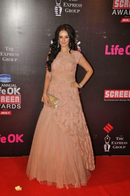 Evelyn Sharma, Evelyn Sharma, Tabu At Screen Awards 2015