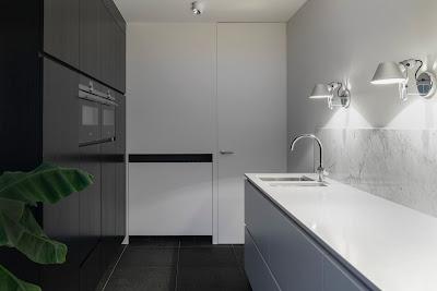 Czy czarne szafki do łazienki to dobry pomysł?