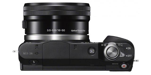 Fotografia dall'alto della Sony NEX 3N con lo zoom 16-50mm