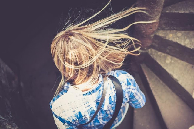 cheveux longs - cheveux soyeux - cheveux en bonne santé