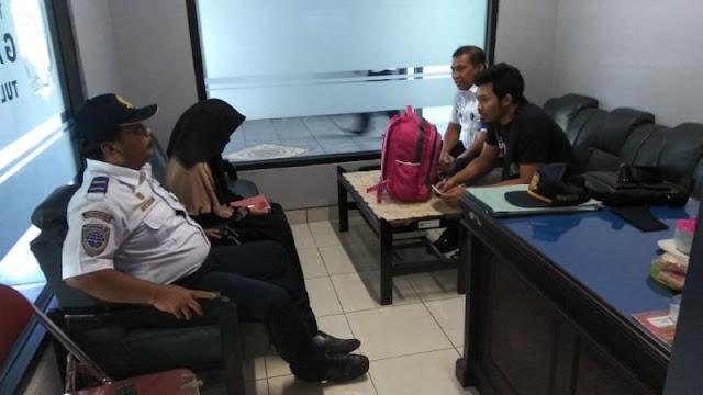 Kronologi di Balik Perempuan Bercadar yang Diturunkan dari Bus