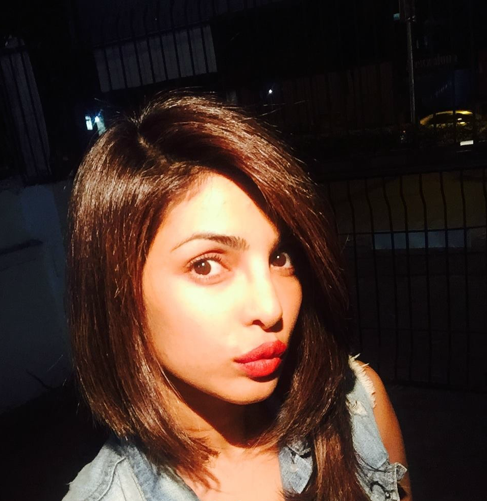 short haircut for oval face female indian - wavy haircut