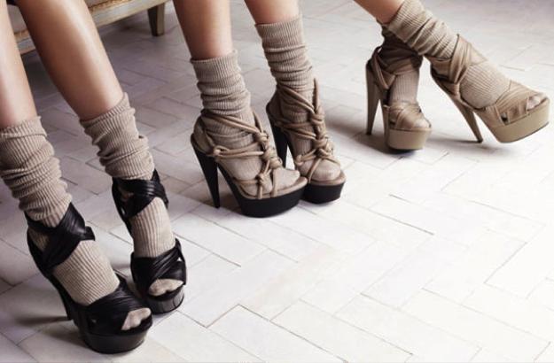 d98157fe En temporadas pasadas se estaba llevando mucho el calcetín con zapato  abierto o cerrado, pero no todas nos atrevemos a llevar este estilo.