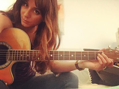 PLL behind the scenes 7x01 Troian Bellisario (Spencer) playing guitar