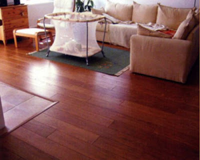 Sàn gỗ tự nhiên đẹp hơn khi thường xuyên vệ sinh bề mặt sàn