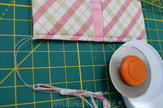 zipper pouch with center zipper