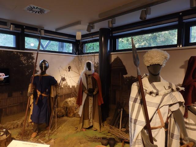 Mikromuzeum jest uzupełnieniem grodziska - wystawa o słowiańskim życiu