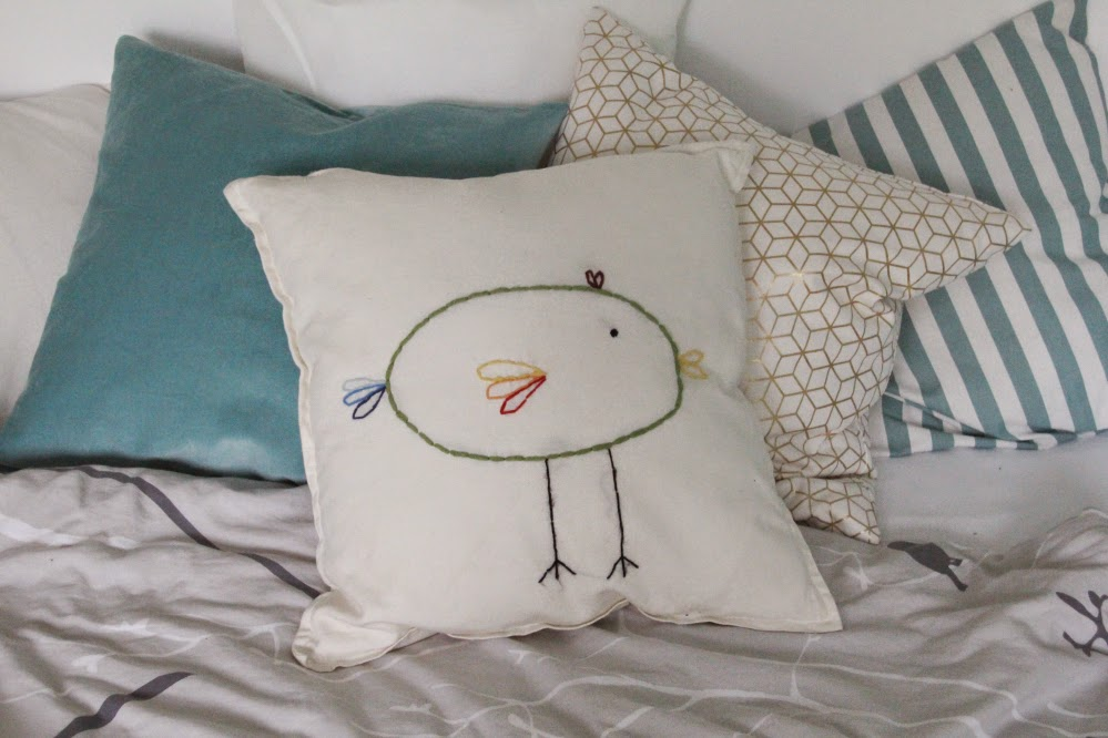 kissen besticken dorfgezwitscher. Black Bedroom Furniture Sets. Home Design Ideas