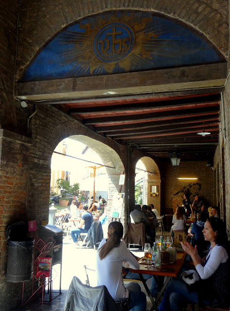 Outdoor cafes Modena