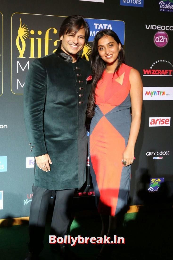 Vivek Oberoi and Priyanka Alva Oberoi, Bollywood Celebs sizzle on IIFA 2014 Green Carpet Pics