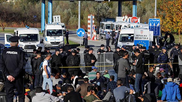 Austria teme la entrada de 20.000 migrantes armados a la Unión Europea