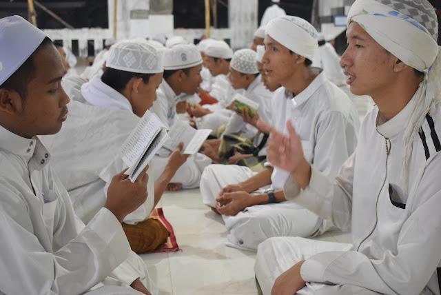 Al-Majma' al-Fiqhiy al-Akbar Jilid II Segera Dihelat | LPM Dalwa | Dalwa