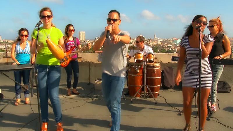 Abel Maceo y su Grupo - ¨Que buena vida de que¨ - Videoclip - Dirección: Marilin Cisneros. Portal Del Vídeo Clip Cubano - 01