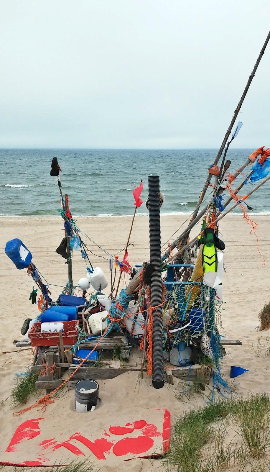 Pulau patung sampah dari laut sylt